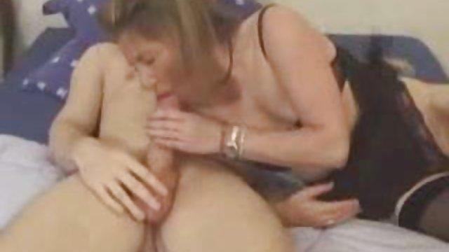 60歲的老亞洲女人在床上的經驗